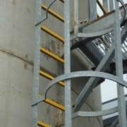Couvre-barreaux en GRP antidérapant pour une totale sécurisation de toutes les échelles